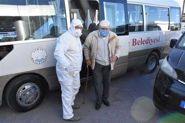 Girne Belediyesi'nden yaşlılara yardım...