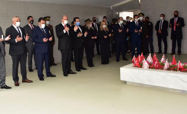 Rauf Raif Denktaş Anıtı önünde anma töreni düzenlendi