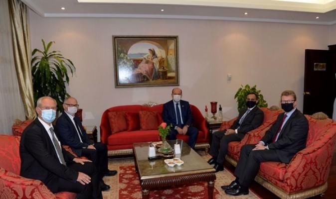 Tatar, İngiliz yetkililere iki devlet vizyonunu paylaştı...