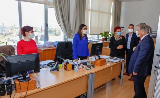 Arter, Pilli ile birlikte PCR ve aşı merkezlerini ziyaret etti