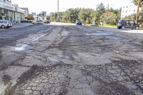 Eşref Bitlis Caddesi'nde asfalt ve yol genişleme çalışması...