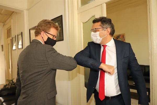 İngiliz Yüksek Komiseri Lillie, CTP'yi ziyaret etti