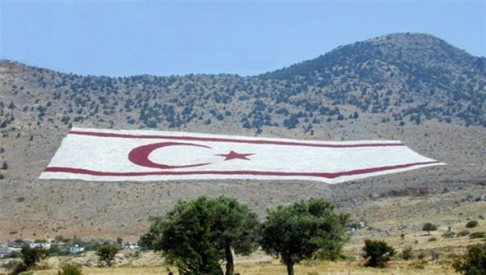 Mustafa Akıncı'ya eleştiri...
