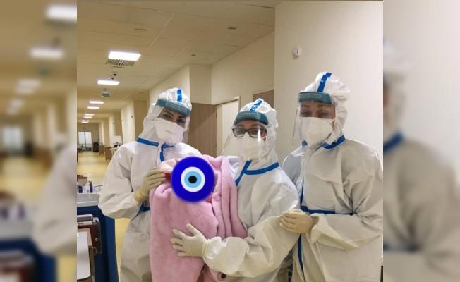Pandemi hastanesi'nde koronavirüs hastası doğum yaptı...