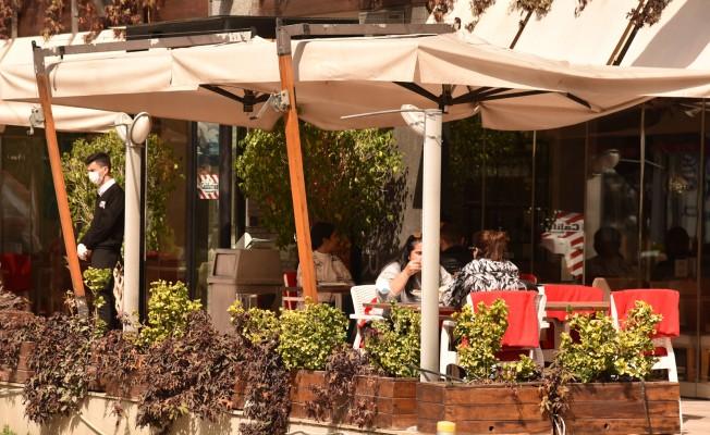 Restoran ve kafelerin dış mekân alanları açıldı