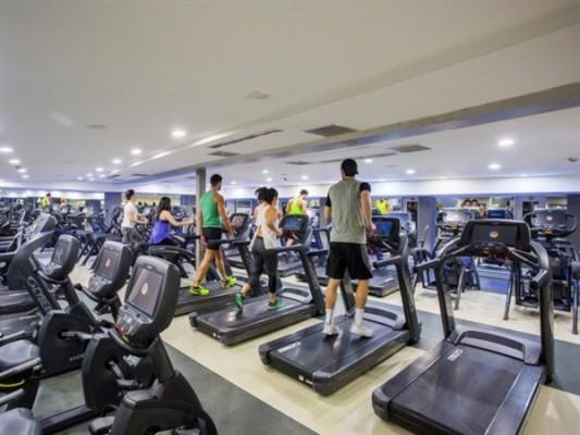 Spor salonları ve bet ofisler açıldı