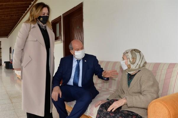 Tatar çiftinden huzurevi ziyareti...