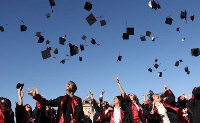 Üniversiteler siyasetin gölgesinden kurtulmalı