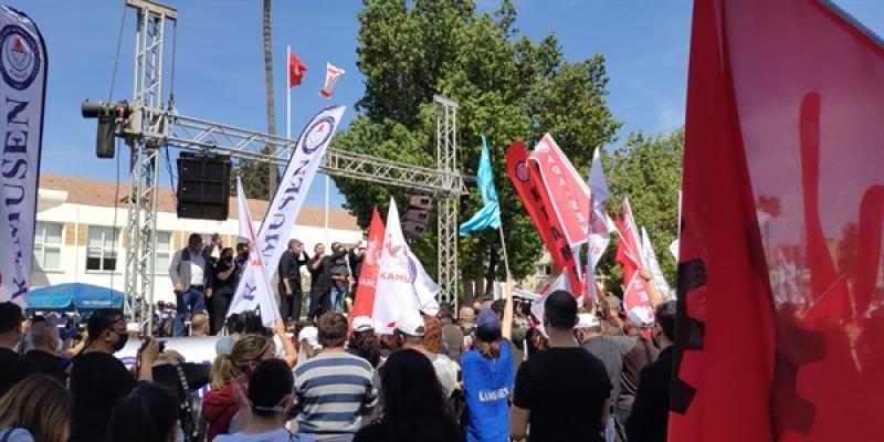 Sendikalar meclis önünde eylem yaptı