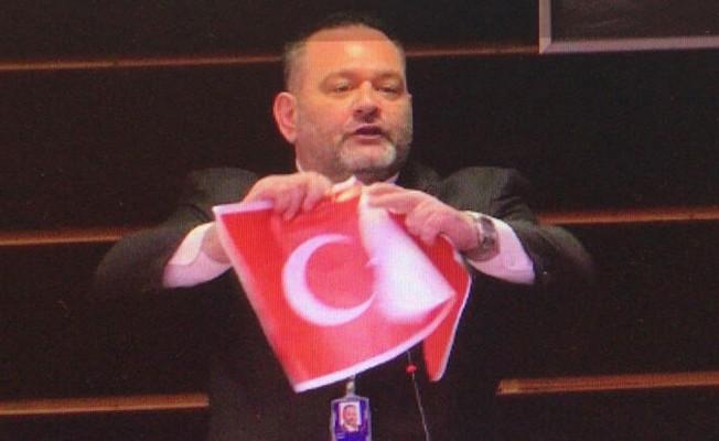 Türk bayrağını yırtan Yunan vekile ders gibi ceza!