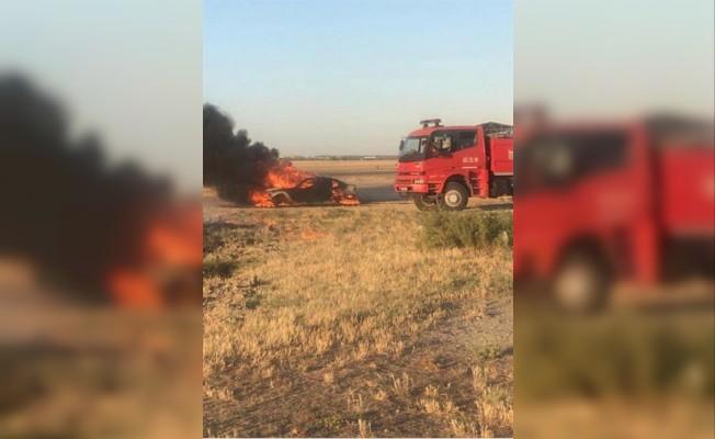 Düzova'da bir araç yandı