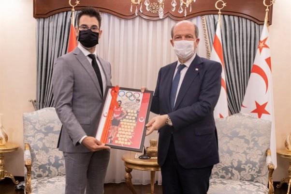 Tatar, milli atlet Yiğitcan Hekimoğlu'nu kabul etti