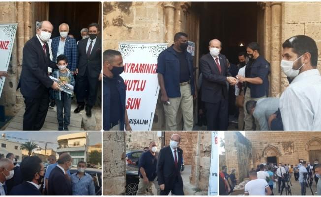 Tatar,Bayram namazını Gazimağusa'da Sinan Camii'de kıldı
