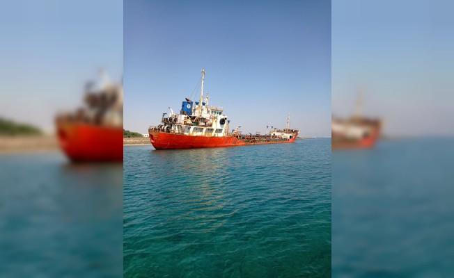 Karaya oturan tankeri kurtarma çalışmaları başlatıldı