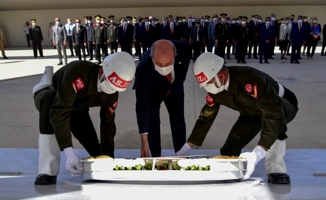 Denktaş'ın anıt mezarında tören düzenlendi
