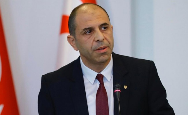 """""""Devlette kilit görevde olanlar Rum pasaportu almamalı"""""""
