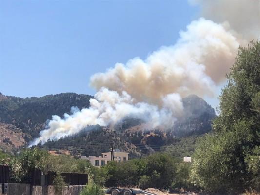 Karşıyaka'daki yangın büyüyor!