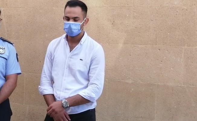 Plajda bir kadını taciz eden Ali Karsu tutuksuz yargılanacak
