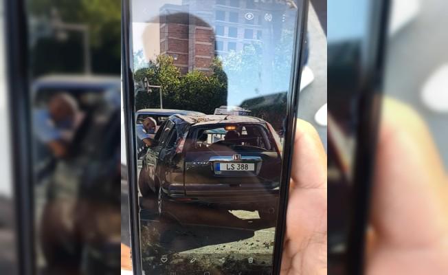 Lefkoşa'da şiddetli fırtınadan ağaç söküldü 4 araç hasar gördü