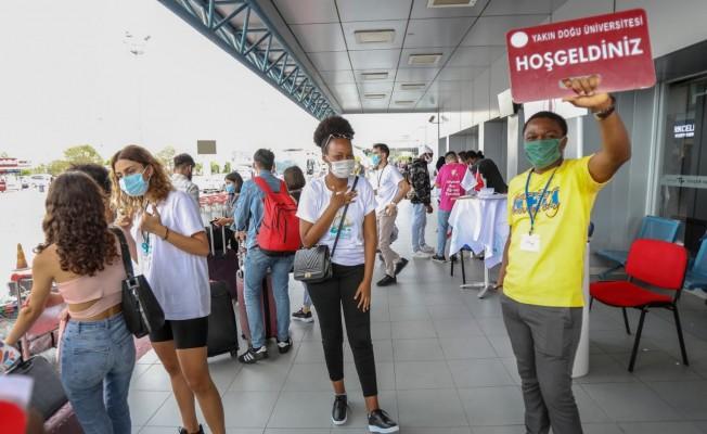 Öğrenciler, Ercan Havalimanı'ndan KKTC'ye gelmeye devam ediyor
