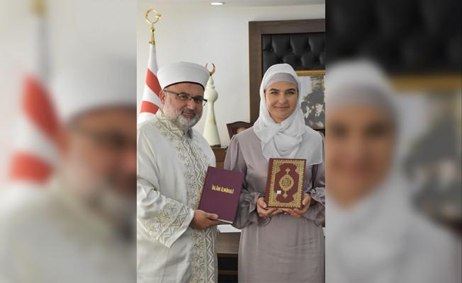 Rus kadın törenle Müslüman oldu!