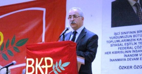 """""""AKP PERDENİN ARKASINDAN YÖNETİYOR"""""""