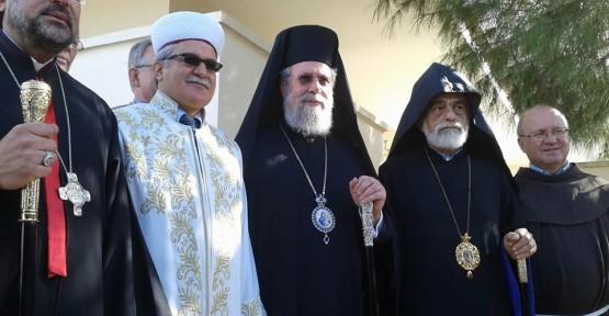DİN İŞLERİ BAŞKANI ATALAY VE BAŞPİSKOPOS HRİSOSTOMOS GÖRÜŞTÜ