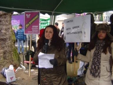 İngiltere'deki Türkler Yunan faşistlerine karşı yapılan dayanışma mitinglerine katıldı