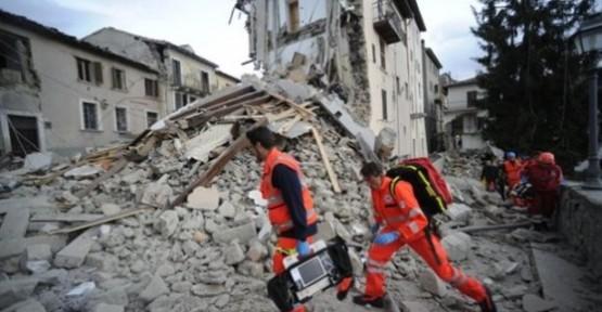 İtalya'da şiddetli deprem !!!
