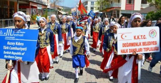 KKTC İZMİR'DE HALK DANSLARI FESTİVALİ'NE KATILDI