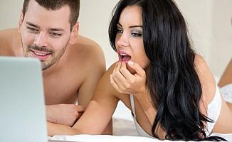 Google ve Facebook sizinle porno izliyor!