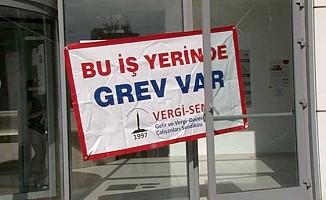 Girne Trafik Dairesi Ehliyetler Birimi ve Motorlu Araçlar'da grev var