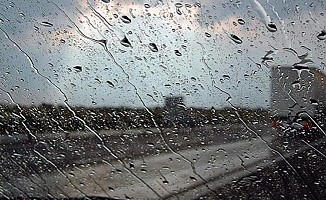 Yağışlı hava Larnaka ve Baf'ta etkili oldu...