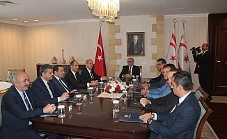 Akıncı, siyasi parti başkan ve temsilcileriyle bir araya geldi