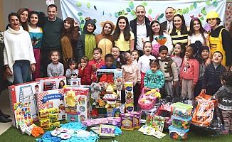 Atatürk Meslek Lisesi öğrencilerinden çocuklara hediye