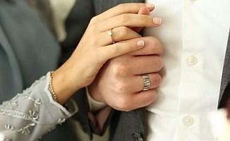 Güney Kıbrıs'ta pes dedirten evlilik oyunu...