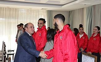 İngiltere'de yaşayan Türk gençler KKTC'de ziyaretlerde bulundu