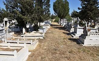 İngiltere'den naaşları getirilen 6 Kıbrıslı Türk defnedildi