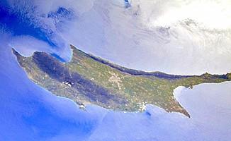 Kıbrıs Türkü tek başına
