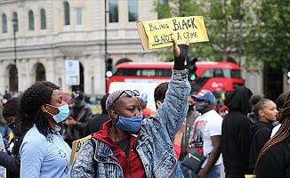 Londra'da George Floyd gösterisinde arbede yaşandı