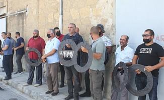 Hayvancılar, Tarım Bakanlığı'na siyah çelenk bıraktı