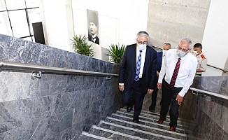 Cumhurbaşkanı Akıncı, Girne Belediyesi'ni ziyaret etti...
