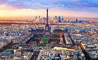 Reuters: Paris'te büyük bir patlama meydana geldi