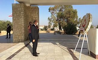 Tatar, Dr. Fazıl Küçük'ün Anıt Kabrine çelenk sundu