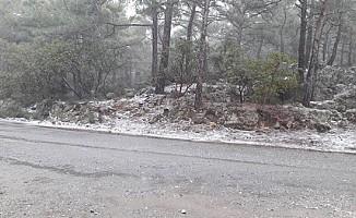 Dağlık kesimlere karla karışık yağmur ve kar yağdI...