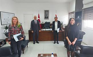 DAÜ İletişim fakültesi yetkilileri Amcaoğlu'na bilgi verdi