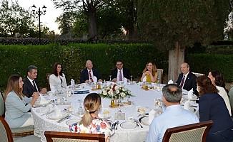Cumhurbaşkanı Tatar ve eşi himayelerinde iftar yemeği verildi