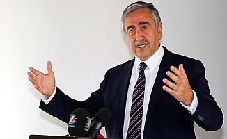Akıncı: Ankara'nın emriyle MİT seçimlere müdahale etti