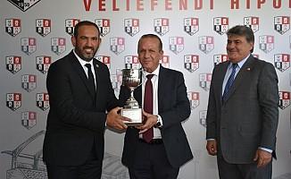 """Ataoğlu """"KKTC koşusu""""nun kupa törenine katıldı"""