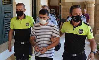 Cezaevinde hükümsüz tutuklu kalacak